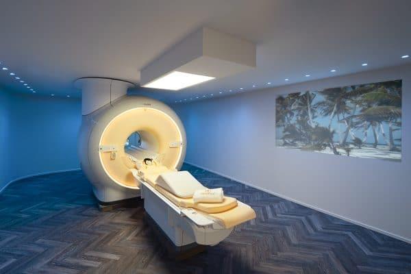 Behandlungszimmer mit modernem 3-Tesla MRT der Marke Philips