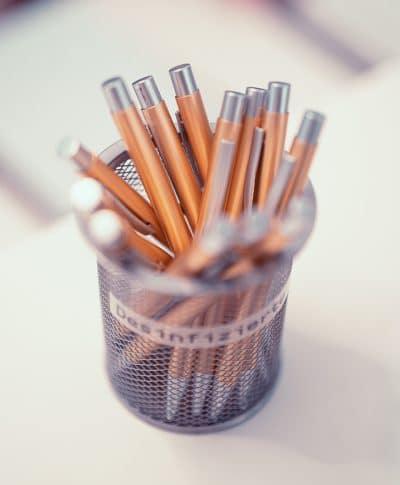 Hochwertiger Design-Kugelschreiber aus bronzefarbenem Edelstahl